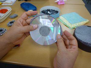 出来上がり直径5cmでは 円の大きさはCDがちょうどよい